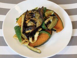 お料理カルシウムレシピ4 ピーマンと夏野菜のごま炒めの作り方